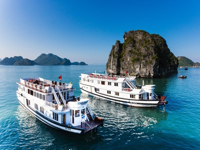 halong bay overnight cruise with bhaya