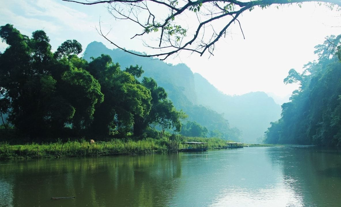 ba be lake ban gioc waterfall tour package