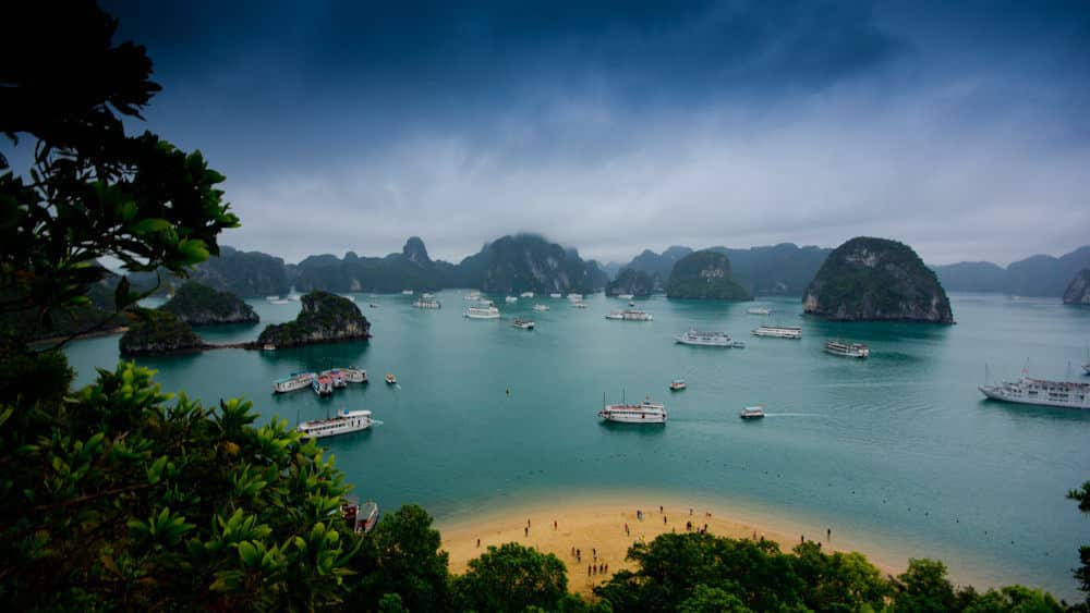 Guide to Visit Halong Bay Islands and caves