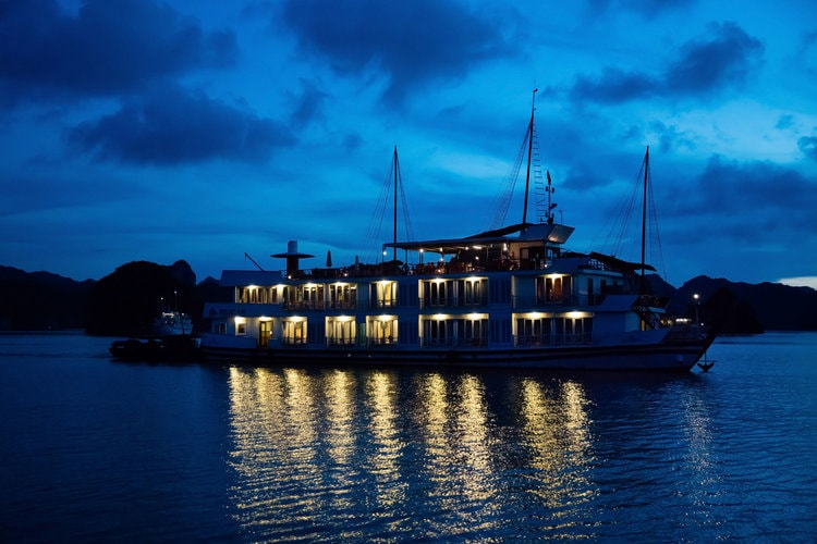 halong pelican luxury cruise